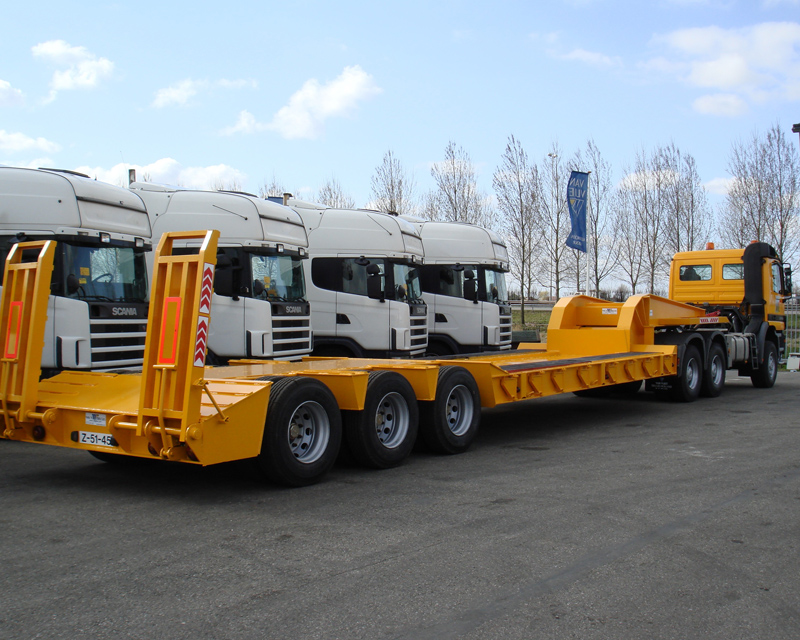 Mercedes 6x6 with 75Tons Lowbed trailer